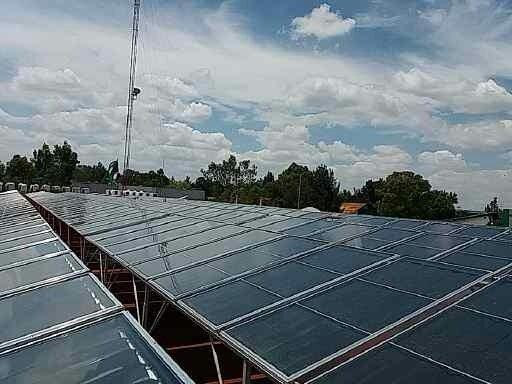 Campo de paneles calentadores solares para instalaciones industriales - Sunway Solar
